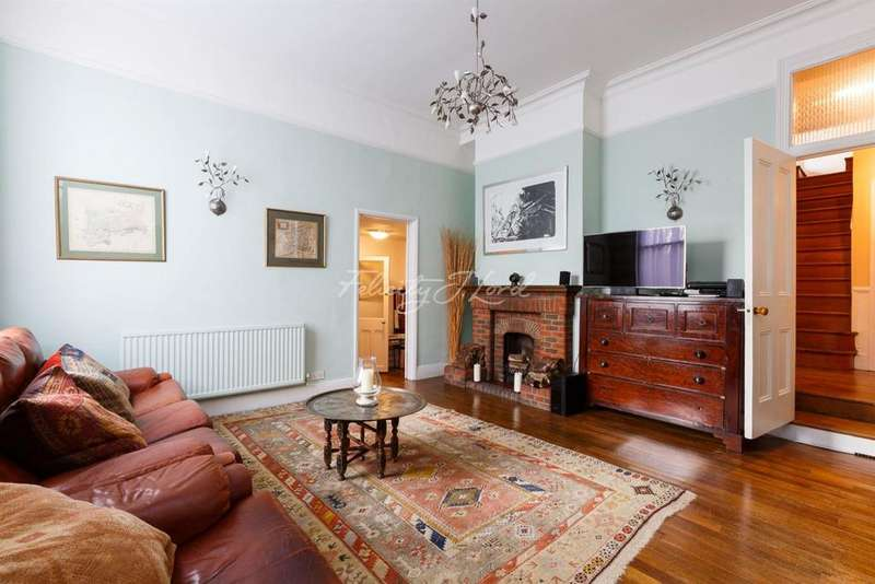 4 Bedrooms Detached House for sale in Wellesley Road, Chiswick W4