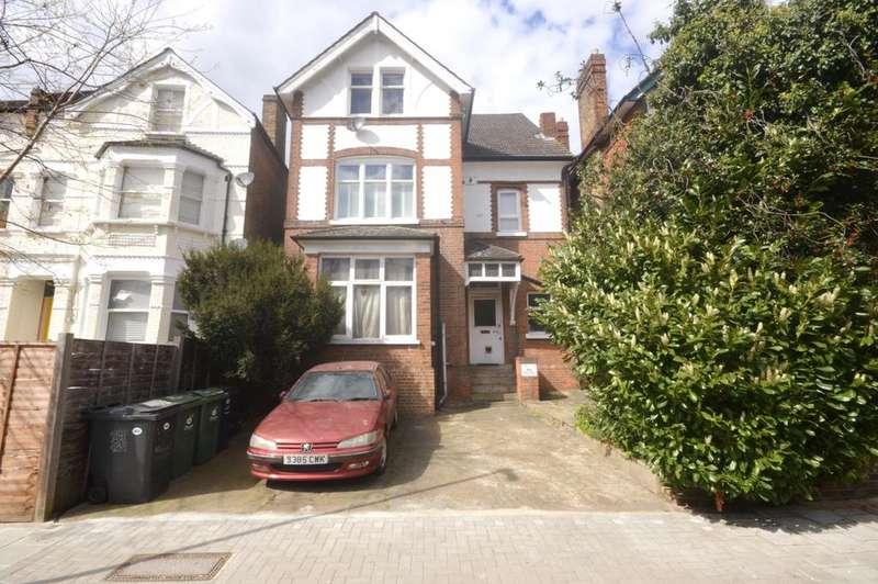 Studio Flat for sale in Gleneagle Road Streatham, London SW16