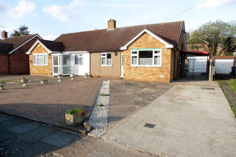 2 Bedrooms Semi Detached Bungalow for sale in Oak Way, Bedfont, TW14