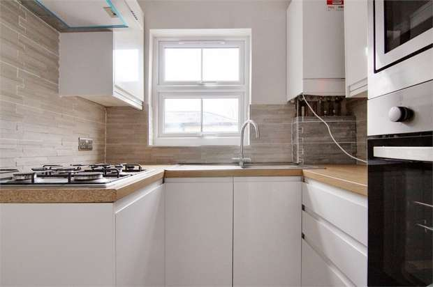 2 Bedrooms Flat for sale in Beulah Road, Walthamstow, London
