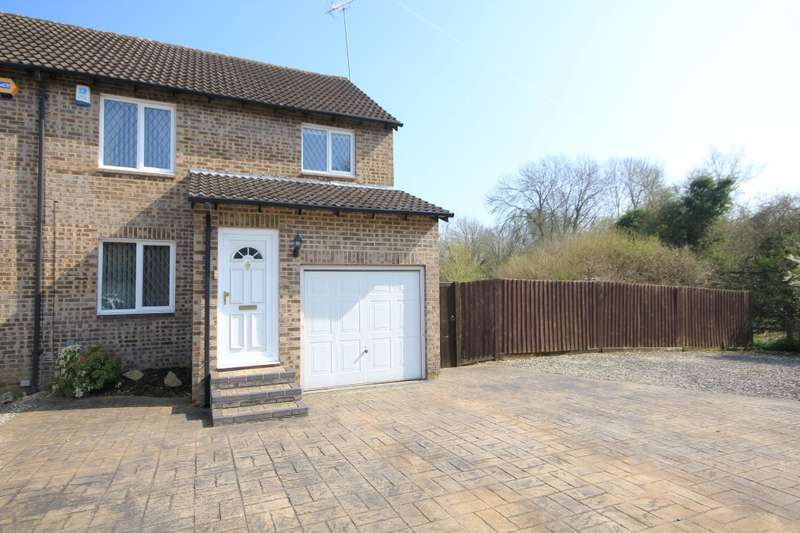 3 Bedrooms Semi Detached House for sale in Sweet Briar Drive, Calcot, Reading, RG31