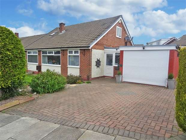 4 Bedrooms Detached Bungalow for sale in Fairfield Drive, Burnley, Lancashire
