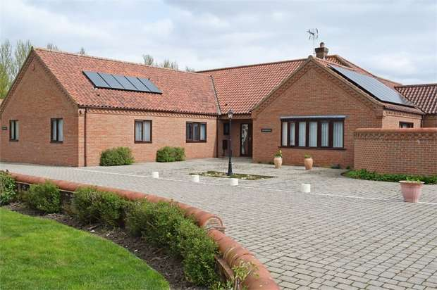 4 Bedrooms Detached Bungalow for sale in Church Road, Yelverton, Norwich, Norfolk