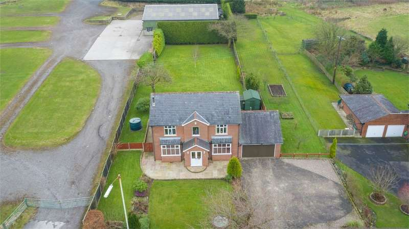 3 Bedrooms Detached House for sale in Bradshaw Road, Bradshaw, Bolton, Lancashire