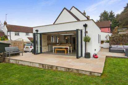 3 Bedrooms Semi Detached House for sale in Quarry Barton, Hambrook, Bristol, Gloucestershire