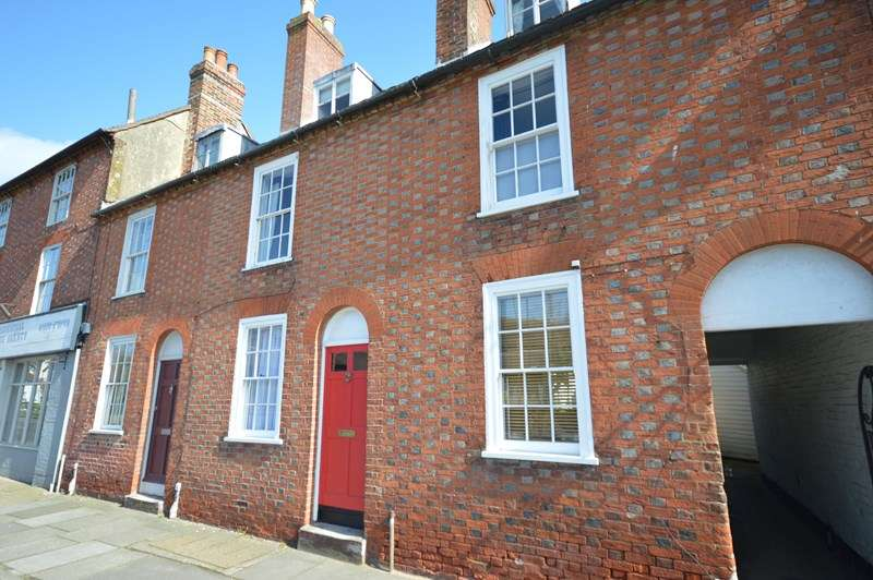 2 Bedrooms Terraced House for sale in Stanford Road, Lymington