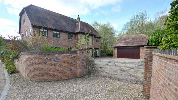 6 Bedrooms Detached House for sale in Ambarrow Farm Courtyard, Ambarrow Lane, Sandhurst
