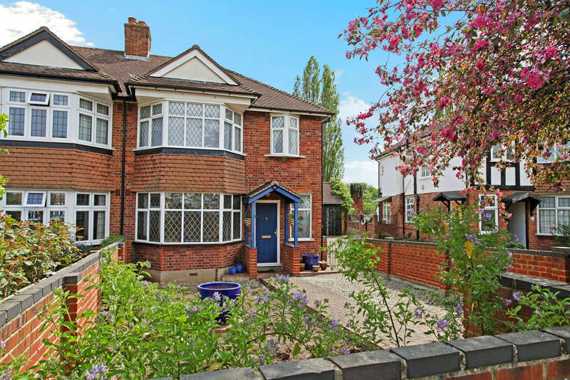 4 Bedrooms Semi Detached House for sale in Vale Crescent, London, SW15