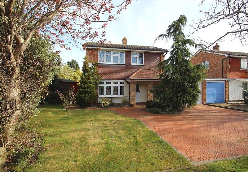 3 Bedrooms Detached House for sale in Catisfield Road, Catisfield, Fareham