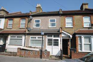 2 Bedrooms Terraced House for sale in Cecil Road, Croydon