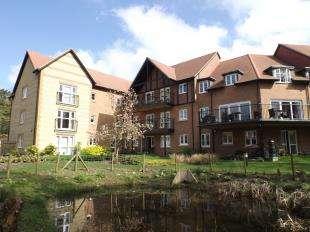 1 Bedroom Flat for sale in Foxmead Court, Meadowside, Storrington, Pulborough