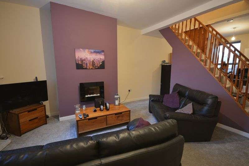 2 Bedrooms Terraced House for sale in Church Lane, Clayton-le-Moors