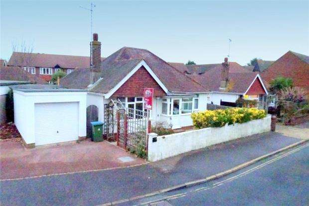 3 Bedrooms Detached Bungalow for sale in Angmering Way, Rustington, West Sussex, BN16