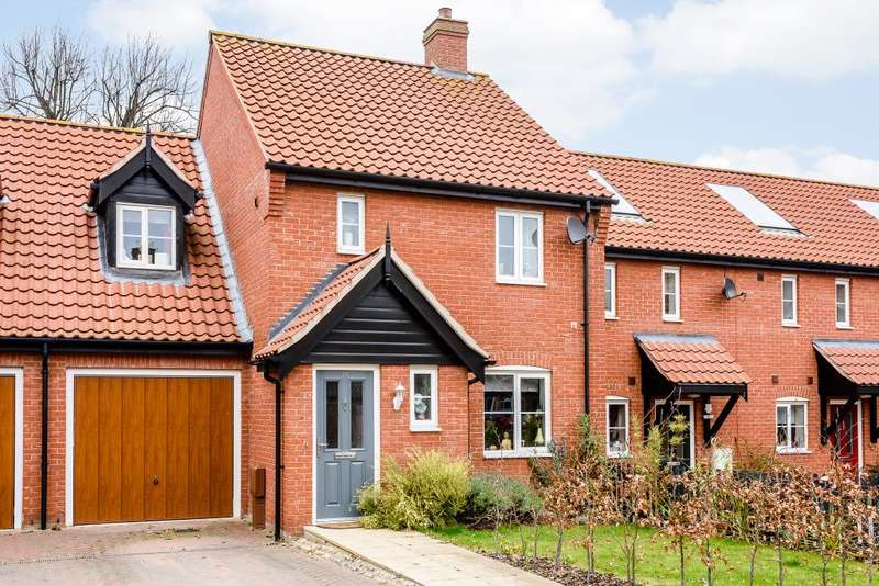 3 Bedrooms Terraced House for sale in Captain Ford Way, Dereham NR19