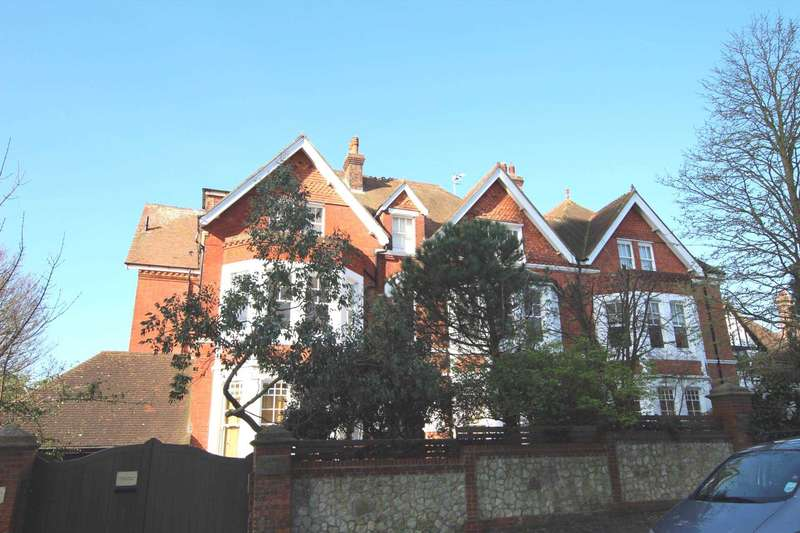 3 Bedrooms Flat for sale in Bolsover Road, Meads, BN20 7JF