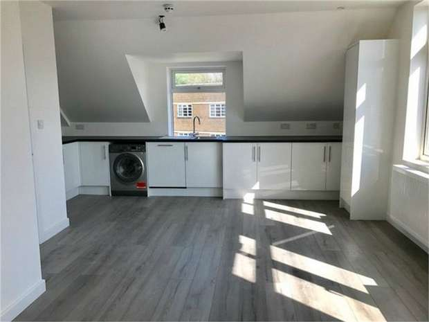 1 Bedroom Flat for sale in Clifton Road, Isleworth, Middlesex