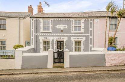 3 Bedrooms Semi Detached House for sale in Marazion, Cornwall, Uk