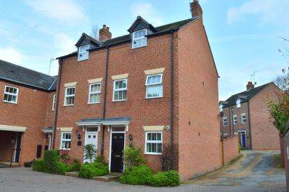 3 Bedrooms End Of Terrace House for sale in Simpson Close, Armitage, Rugeley