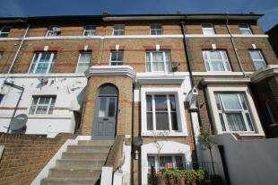 2 Bedrooms Flat for sale in Lee High Road, Lewisham, London, United Kingdom