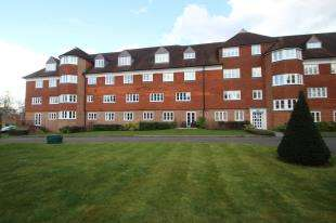 2 Bedrooms Flat for sale in Elizabeth House, Elizabeth Drive, Banstead