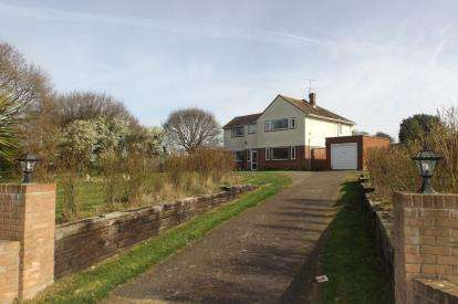 4 Bedrooms Detached House for sale in Shotley Gate, Suffolk