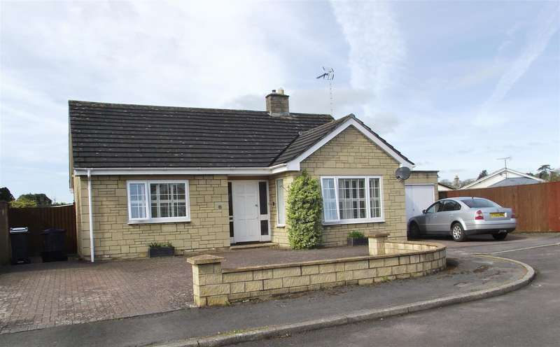 3 Bedrooms Bungalow for sale in Castlefields, Calne