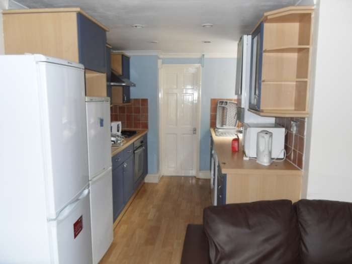 4 Bedrooms Terraced House for rent in Pitcroft Avenue, Reading