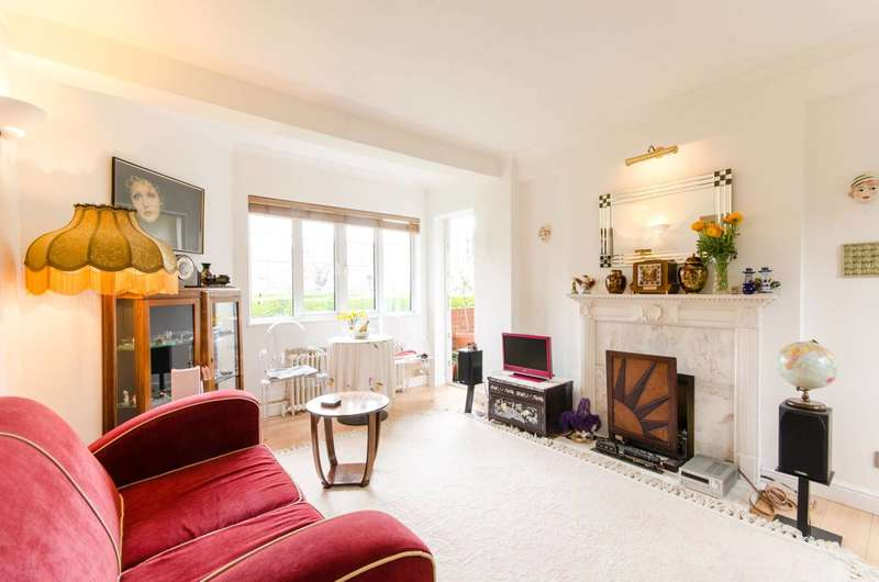 2 Bedrooms Flat for sale in Chiswick Village, Chiswick, W4