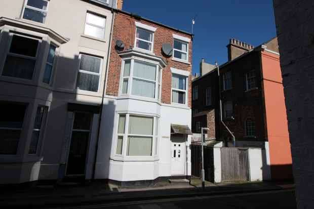 5 Bedrooms Property for sale in Elders Street, Scarborough, North Yorkshire, YO11 1DZ
