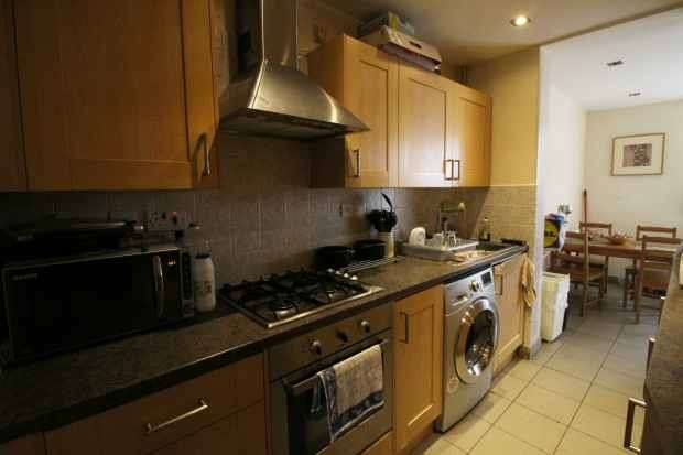 4 Bedrooms Terraced House for sale in Bridgewood Road, London, Greater London, SW16 5SG