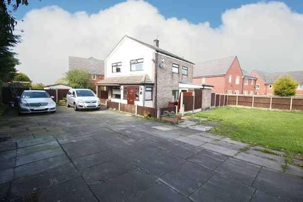 4 Bedrooms Detached House for sale in Roughwood Drive, Liverpool, Merseyside, L33 9UN