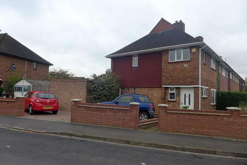 3 Bedrooms End Of Terrace House for sale in Finch Drive, Feltham