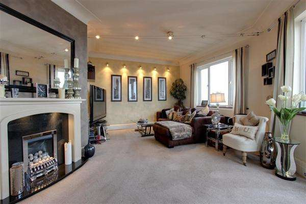 2 Bedrooms Apartment Flat for sale in Talbot Court, Waterloo Road, Blackpool