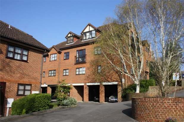 1 Bedroom Flat for sale in Gregan Court, Cambridge Road, ALDERSHOT, Hampshire