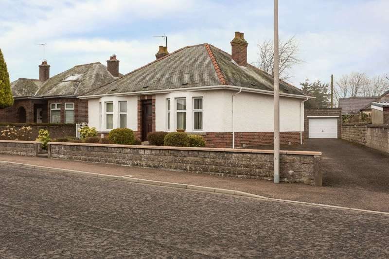 2 Bedrooms Bungalow for sale in Hanick Terrace, Forfar, Angus, DD8 3JU