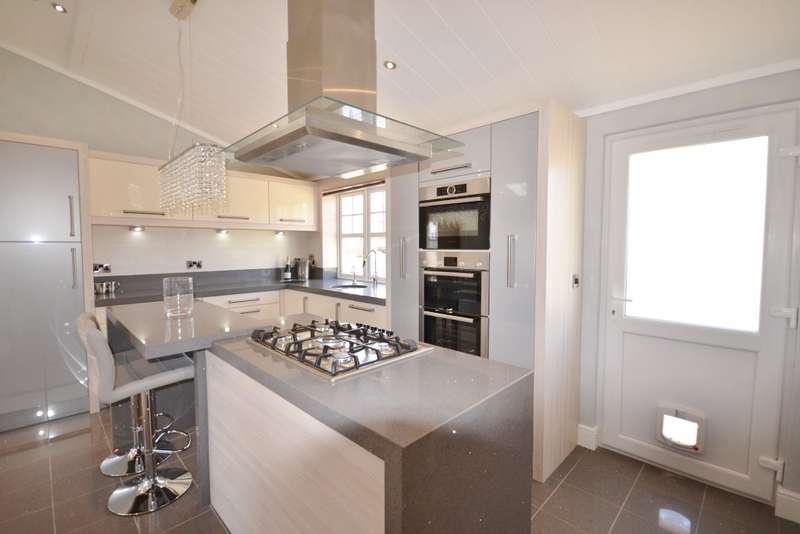 2 Bedrooms Park Home Mobile Home for sale in Eastbourne Heights, Oaktree Lane, Eastbourne, BN23