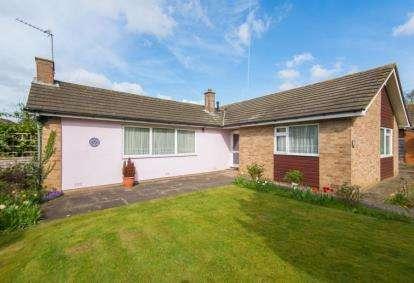 3 Bedrooms Bungalow for sale in Jones Road, Goffs Oak, Waltham Cross, Hertfordshire