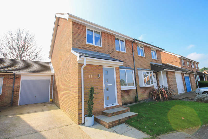 3 Bedrooms Semi Detached House for sale in Mason Close, East Grinstead