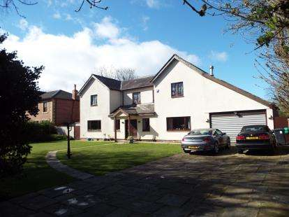 4 Bedrooms Detached House for sale in College Avenue, Freshfield, Formby, Merseyside, L37
