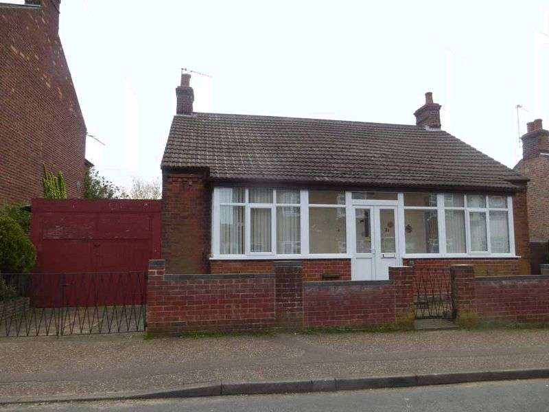 1 Bedroom Detached Bungalow for sale in Gorleston-on-Sea