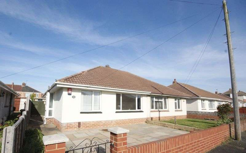 2 Bedrooms Semi Detached Bungalow for sale in Goodwood Road, Gosport
