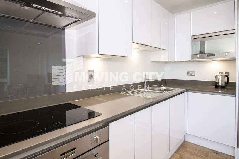 1 Bedroom Flat for sale in Centurion Tower, Royal Gateway, Canning Town