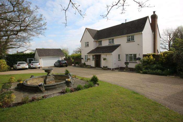 5 Bedrooms Detached House for sale in TOOT HILL ROAD, TOOT HILL CM5