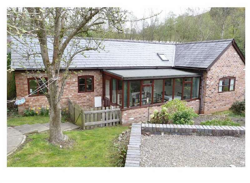 2 Bedrooms Country House Character Property for sale in Mill Lane, Llanfyllin, SY22