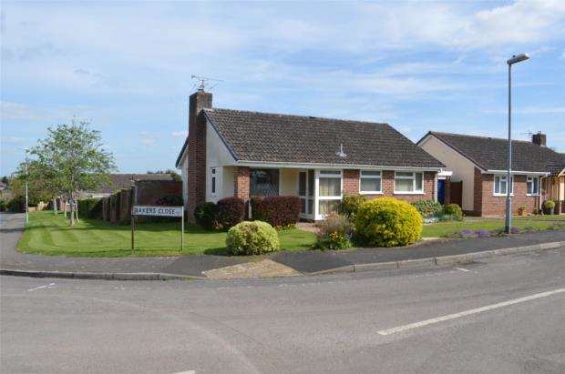 2 Bedrooms Detached Bungalow for sale in Bakers Close, Bishops Hull, Taunton, Somerset