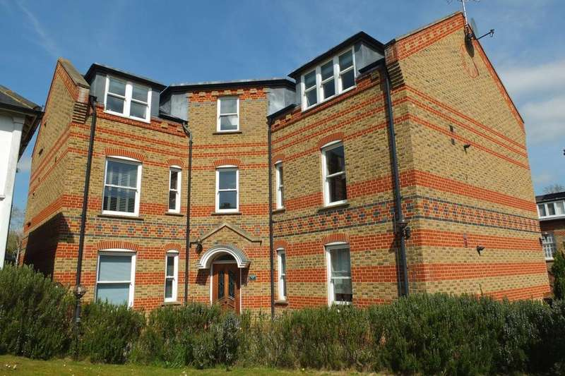2 Bedrooms Flat for sale in Southdowns Park, Haywards Heath, RH16