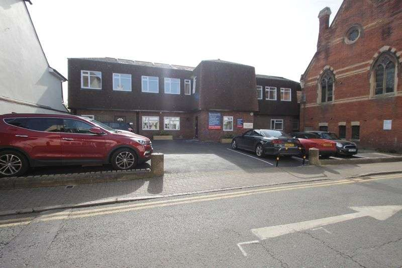 2 Bedrooms Flat for sale in Apartment 11, Croft House, East Street, Tonbridge