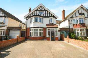 4 Bedrooms Terraced House for sale in Beckenham Hill Road, Catford, London, London