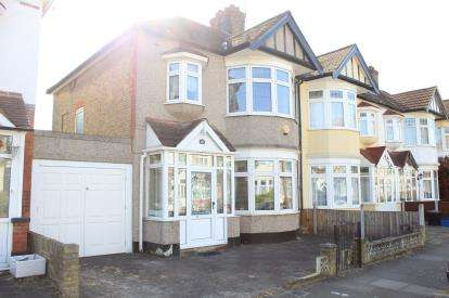 3 Bedrooms End Of Terrace House for sale in Barkingside, Ilford, Essex