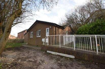3 Bedrooms Bungalow for sale in Wilfrid Terrace, Wortley, Leeds, West Yorkshire